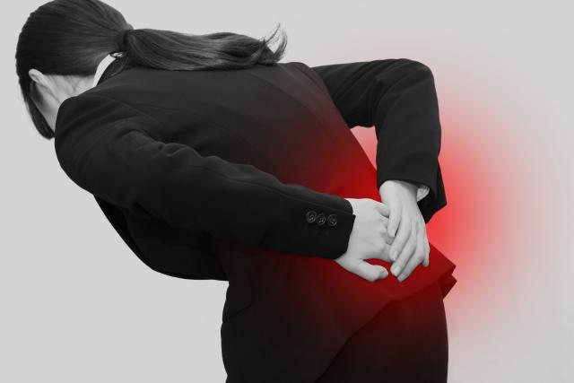 身体の歪みや筋肉の凝りも腰痛の原因になります