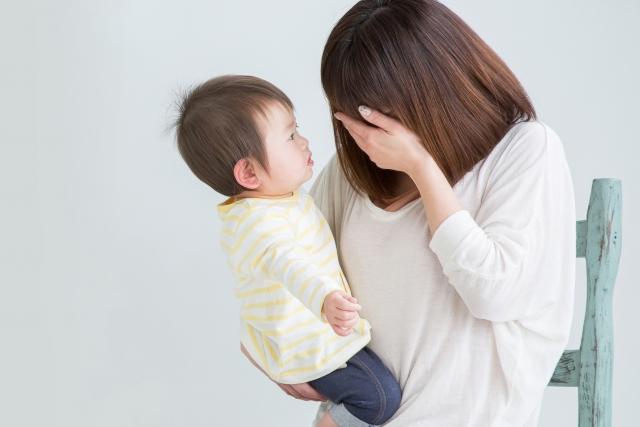 頭痛で育児に集中できず悩む女性