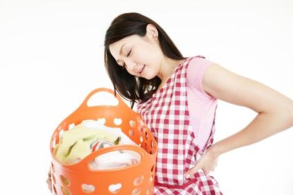 家事に支障が出るほどの腰痛で悩む女性