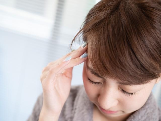睡眠不足や身体の歪みも頭痛の原因になります